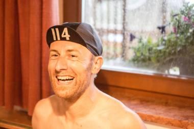 giau-topless-laugh